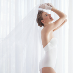 Body sin tirantes invisible espalda escotada, Ivette Bridal